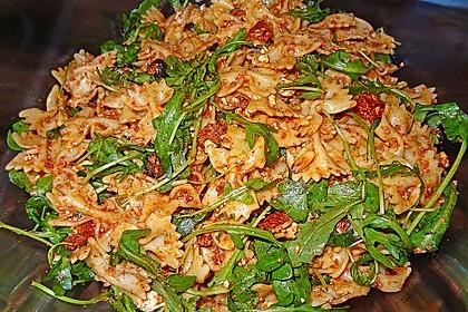 Italienischer Nudelsalat mit getrockneten Tomaten und Schafskäse 5