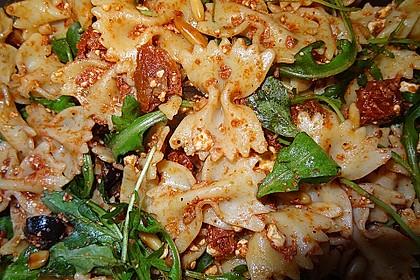 Italienischer Nudelsalat mit getrockneten Tomaten und Schafskäse 4