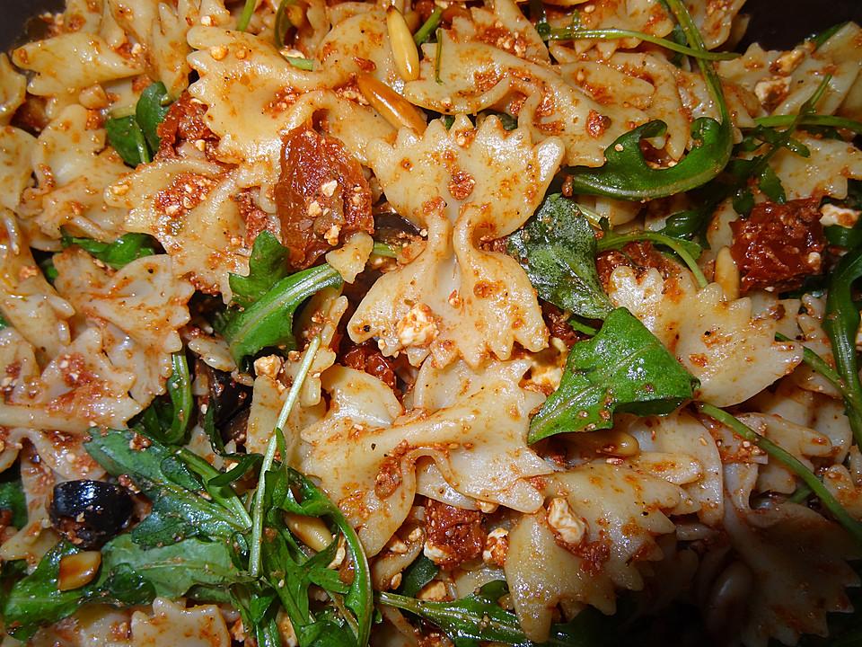 Italienischer Nudelsalat Mit Getrockneten Tomaten Und Schafskäse Von