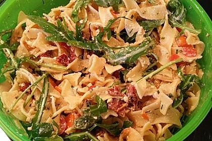 Italienischer Nudelsalat mit getrockneten Tomaten und Schafskäse 7