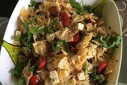 Italienischer Nudelsalat mit getrockneten Tomaten und Schafskäse 3
