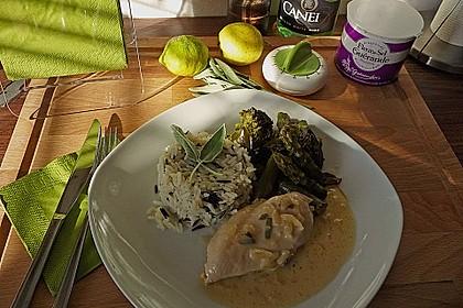Hähnchenbrust mit grünem Gemüse und Zitronen - Kräuter - Sauce