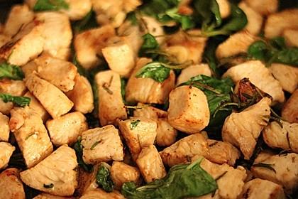 Hähnchenpfanne mit Paprika und Spinat