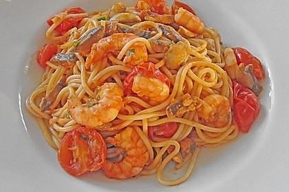 Tagliatelle mit Shrimps und geschmolzenen Kirschtomaten