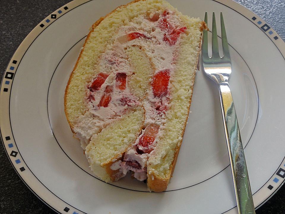Biskuit Roulade Mit Erdbeer Sahne Fullung Von Naschkatze2106