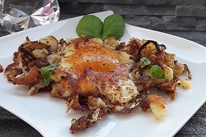 Bratkartoffeln mit Ei und Käse (Bild)