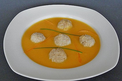 Gemüsesuppe mit Grünkernklößchen