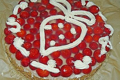 Biskuit mit Cremefüllung und Erdbeeren 1