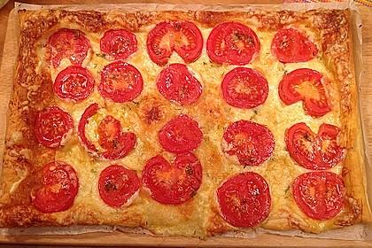 Blätterteig - Pizza mit Tomaten
