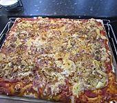 Pizza mit Schinken und Ananas (Bild)
