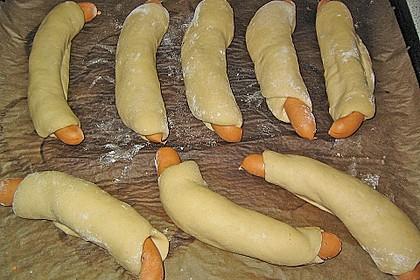 Wienerle im Brötchenteig 17