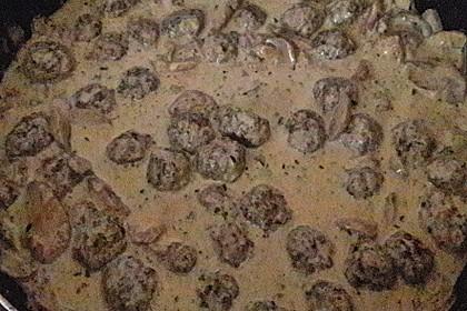 Köttbullar mit Champignon-Rahmsauce 68
