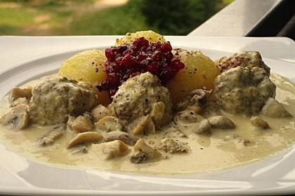 Köttbullar mit Champignon-Rahmsauce 19
