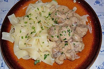 Köttbullar mit Champignon-Rahmsauce 35