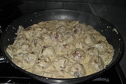Köttbullar mit Champignon-Rahmsauce 65