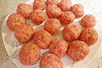 Köttbullar mit Champignon-Rahmsauce 33