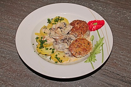 Köttbullar mit Champignon-Rahmsauce 27