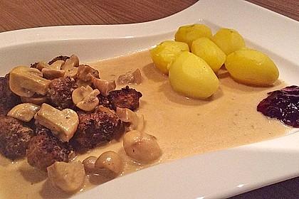 Köttbullar mit Champignon-Rahmsauce 15