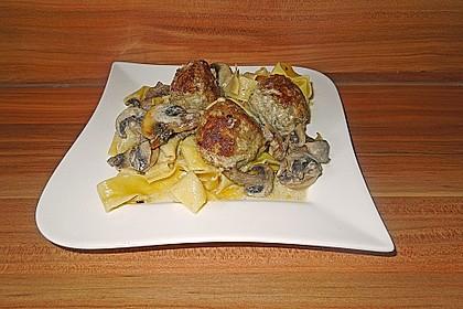 Köttbullar mit Champignon-Rahmsauce 57