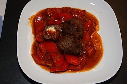 Chilibällchen mit Fetakäse und Paprikagemüse 12