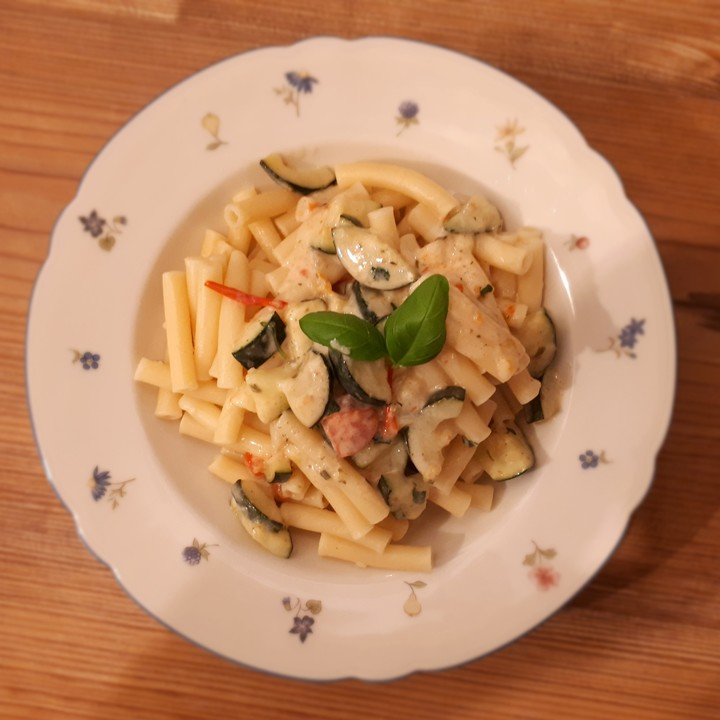 Schnelle Zucchini - Tomaten - Sauce von bergziiiege | Chefkoch