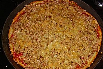 Pizza mit Sardellen und Thunfisch 3