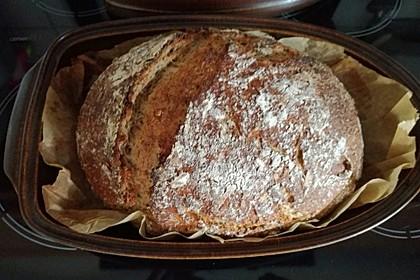 Rustikales Brot im Bräter 70