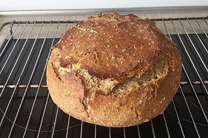 Rustikales Brot im Bräter 71