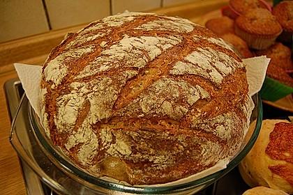 Rustikales Brot im Bräter 7