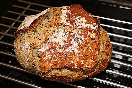 Rustikales Brot im Bräter 16