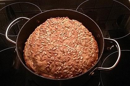 Rustikales Brot im Bräter 135