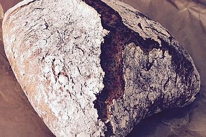 Rustikales Brot im Bräter 137