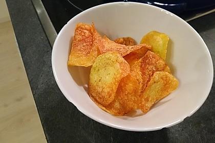 Kartoffelchips aus der Friteuse