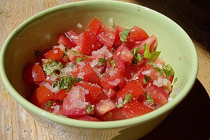 Tomatensalat mit Mozzarellasticks 2