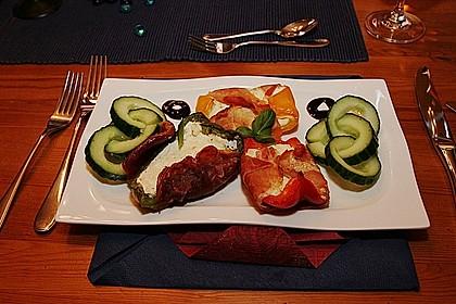 Frischkäse - Paprika - Schiffchen im Speckmantel 3
