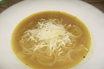 Zwiebelsuppe mit Emmentaler