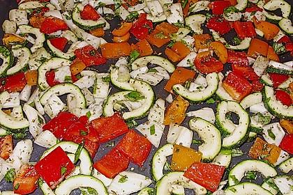Bruschetta mit einem Aufstrich mit im Backofen gebratenem Gemüse 1