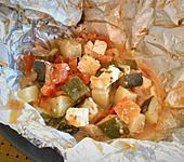 Gemüsepäckchen mit Zucchini und Feta (Bild)