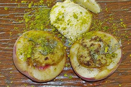 Weinbergpfirsiche mit Pistazien - Limoncello Füllung unter der Haube 1