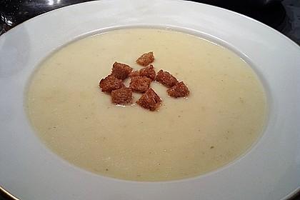 Birnen-Sellerie-Suppe mit Salbei