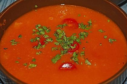Tomatensuppe mit Möhren und Koriander