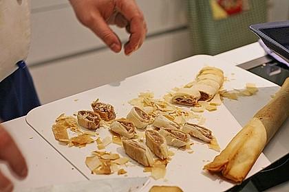 Topinambursuppe mit Trüffel und Quitten - Knusperröllchen 4
