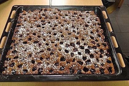 Festlicher Schoko - Nuss - Kuchen mit Kirschen 6