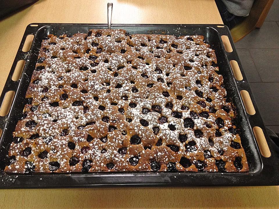 Festlicher Schoko Nuss Kuchen Mit Kirschen Von Imbieras