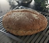 Zwiebel-Käse-Schinken-Brot (Bild)