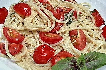 Spaghetti mit frischen Tomaten 16
