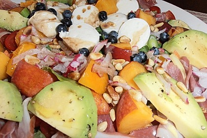 Rucola Salat mit Mozzarella, Pfirsichen, Rohschinken und Honigdressing 6