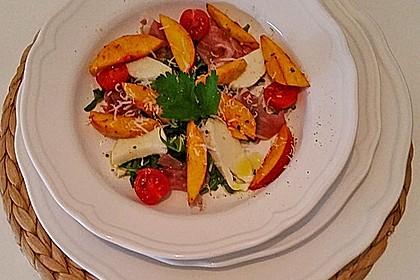 Rucola Salat mit Mozzarella, Pfirsichen, Rohschinken und Honigdressing 7