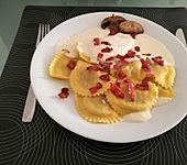 Steinpilzravioli mit Weißweinschaum (Bild)