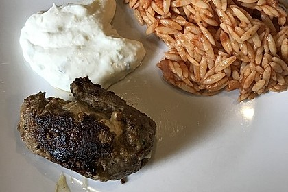 botos Bifteki mit griechischem Tomatenreis (Bild)